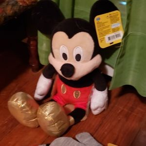Hat and mittens w/ Mickey plush